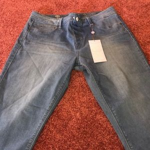 New with tags hot in Hollywood capris